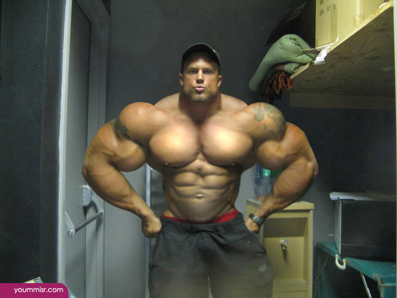 Largest-body-muscles-man-in-the-world-2015-Steroids-uk-12