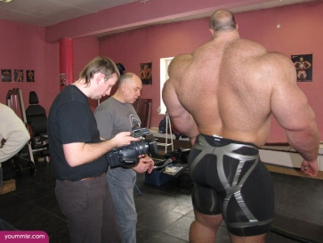 Largest-body-muscles-man-in-the-world-2015-Steroids-uk-3