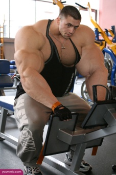 Largest-body-muscles-man-in-the-world-2015-Steroids-uk-4