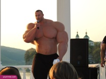 Largest-body-muscles-man-in-the-world-2015-Steroids-uk-6