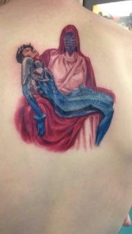 eva_tumblr_nnyk614E431qfpkpjo1_500_evangelion_tattoo_shinji_carried