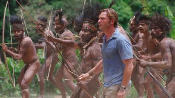 dschungelkind-film_01_tribe-attack-white-man-standing